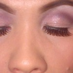 Rounded eyelid contouring and herringbone lashes